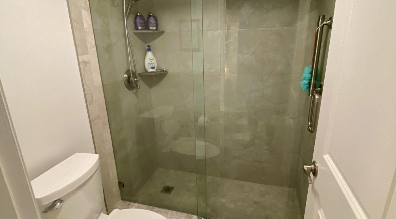 1209 E New Haven 205 bath