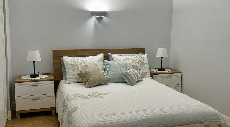 1209 E New Haven 205 bedroom