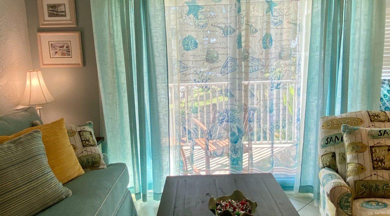 1209 E New Haven 205 livingroom
