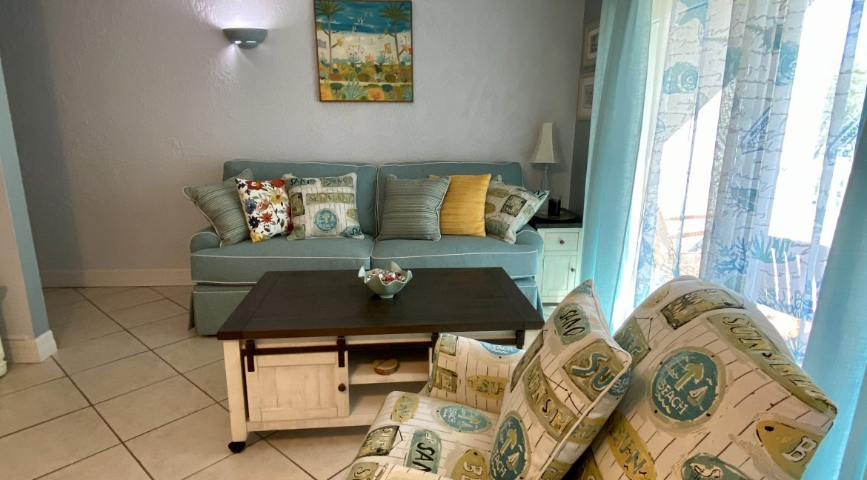 1209 E New Haven 205 livingroom 2