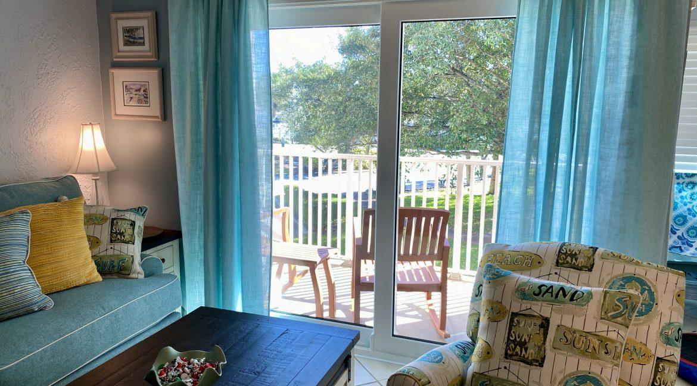 1209 E New Haven 205 livingroom 7