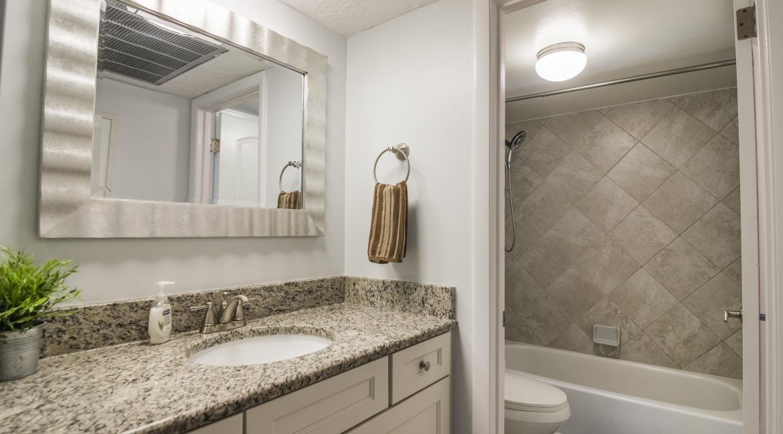 1209 E New Haven Ave 102 bathroom 2