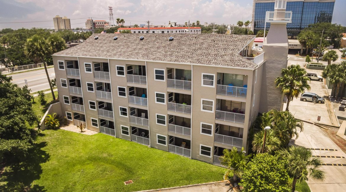 1209 E New Haven Ave 102 building