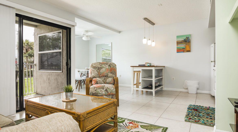 1209 E New Haven Ave 102 livingroom